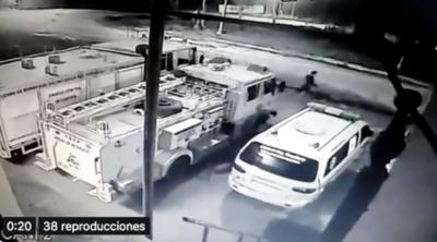 HOY / Roban accesorios a bomberos de Itauguá