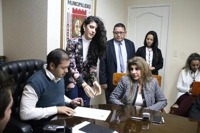 Prieto se despacha contra los concejales, pero defiende a Perla