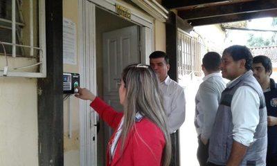 Instalan relojes biométricos en municipalidad de CDE