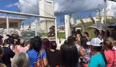 Presos irán a cárceles federales tras masacre penitenciaria en Brasil