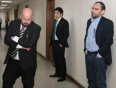 Defensor de Lippmann apeló resolución de juicio oral
