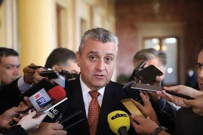 Ministro confirma cambios en el Gabinete de Abdo Benítez