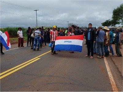 Marina Cué: Familiares de víctimas cierran ruta rechazando terna fiscal