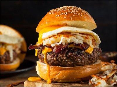 La hamburguesa, favorita de muchos, celebra este martes su día