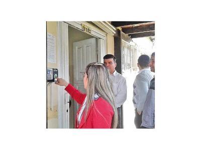 Instalan reloj antiplanillero   en la Municipalidad de CDE