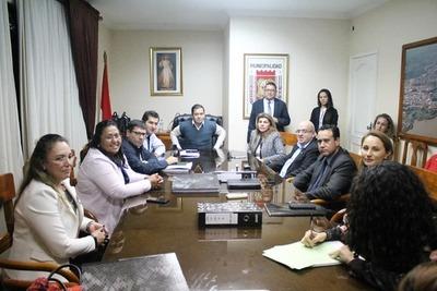 Intendente denuncia negociados de Perla solo por la prensa y redes sociales