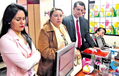 Perla de Cabral debe responder con su dinero por  pagos a planilleros