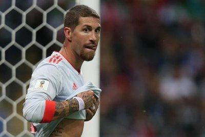 Ramos anuncia que sigue en Real Madrid