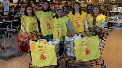UCI DICE SÍ A ITAPUA SOLIDARIA REÚNE DONACIONES EN LOS SUPERMERCADOS.