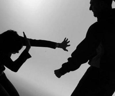 Mujer denuncia haber sido golpeada, estrangulada y hasta dada por muerta en un lujoso hotel