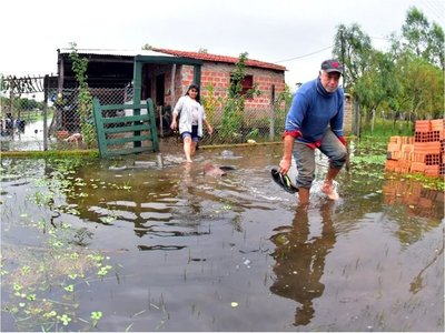 Comunidades alejadas de Pilar son las más afectadas por la inundación