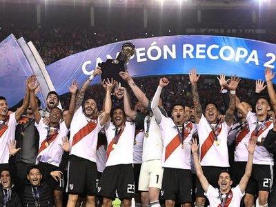 River golea a Paranaense y se consagra campeón de la Recopa