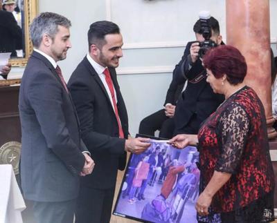 Jefe de Estado mantuvo reunión con empresarios y entregó aportes a repatriados emprendedores