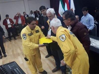 BOMBEROS AMARILLOS FIRMAN ACUERDO CON LA EBY PARA CONSTRUCCIÓN DE UN CUARTEL