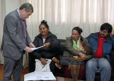 Titular de la Corte recibe a representantes de los pueblos indígenas