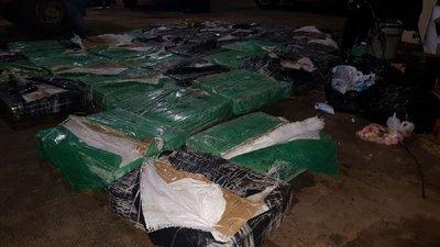 Coronel Oviedo: Hallan casi una tonelada de marihuana en baldío