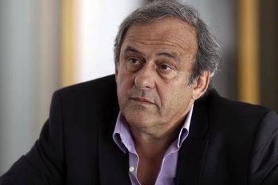"""HOY / Platini dice que hubo """"complot"""" de FIFA y arremete contra Infantino"""