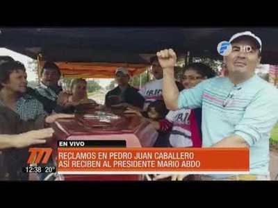 Con reclamos reciben a Mario Abdo en Pedro Juan Caballero