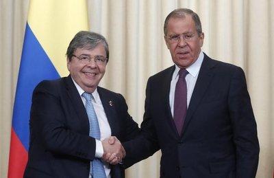 Colombia y Rusia rebajan tensiones al rechazar uso de la fuerza en Venezuela