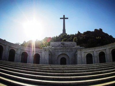 Justicia española suspende la exhumación del dictador Franco