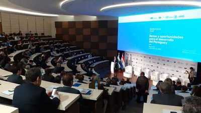 Debaten desafíos y oportunidades para el crecimiento del Paraguay en seminario internacional
