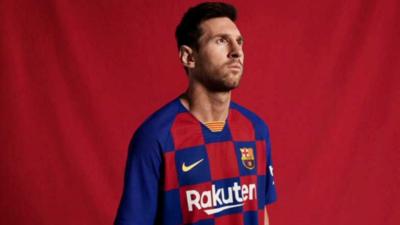 Barcelona presenta su histórica nueva camiseta
