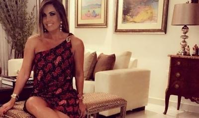 """Critican el ombligo """"deforme"""" de Lorena Arias"""