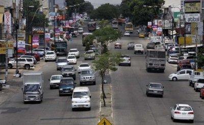 Motociclista muere tras chocar contra un camión repartidor