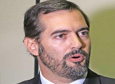 Puja por obra de US$ 61 millones estalla en cambio de director jurídico