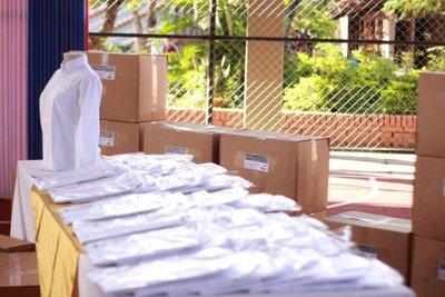 Entregan camisas para escolares de Ñeembucú