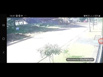 PAREJA DE MOTOCHORROS ASALTAN A UNA MUJER