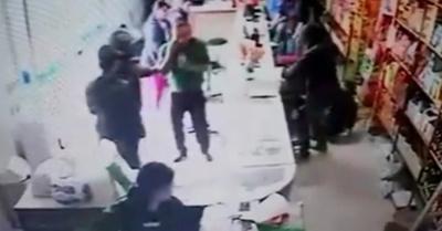 Motochorros asaltan  un local comercial