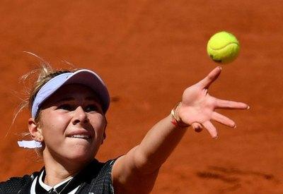 Anisimova, de 17 años, sorprende a Halep en Roland Garros
