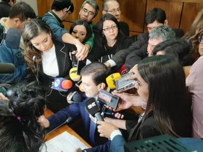 Ovelar asegura que parlamentarios cambian de postura por influencia de medios