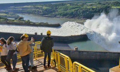 Compuertas de Itaipú siguen abiertas