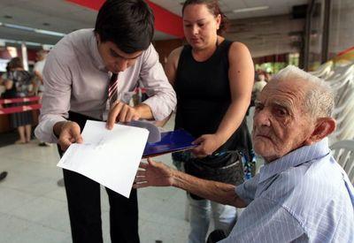 Pensión alimentaria para adultos mayores de 65 años