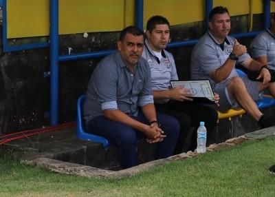 Pedro Sarabia es nuevo DT de Santaní