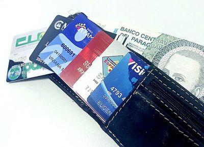 BCP analiza situación de comisiones por uso de tarjetas, afirman