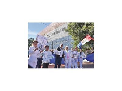 Por carencias en Hospital de Trauma se manifestaron ayer