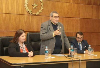 Ministro Fretes en curso sobre Derecho Ambiental