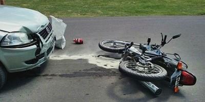 Joven motociclista muere en percance vial