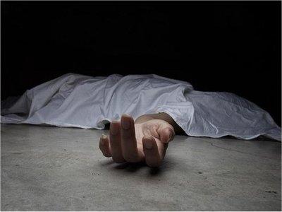 Hombre es asesinado a golpes en el interior de su casa