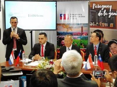 Embajada de Taiwán dona 17 computadoras a la Sederrec