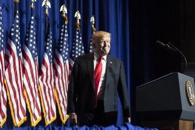 Trump llega a un acuerdo con México y suspende aranceles a las importaciones