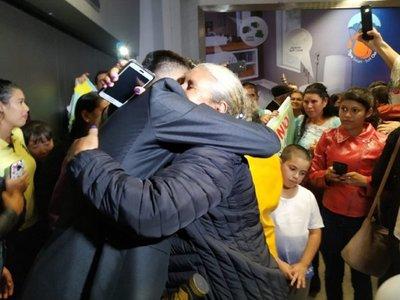 Estudiantes retornan al país tras ser repatriados desde Venezuela