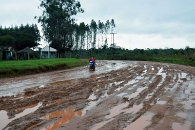 Constructora dice que no abandono obra en Caazapá