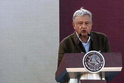 """López Obrador tiende la mano a Trump pero avisa que """"compromisos se cumplen"""""""