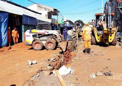 Cambian colectores cloacales en Luque