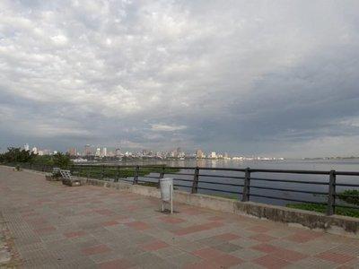 Domingo cálido con lluvias dispersas, anuncia Meteorología