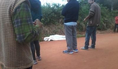 Hallan cuerpo en la vía pública en Brítez Cué